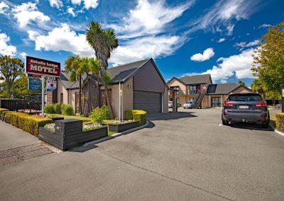 Abbella-Lodge-Motel-front3