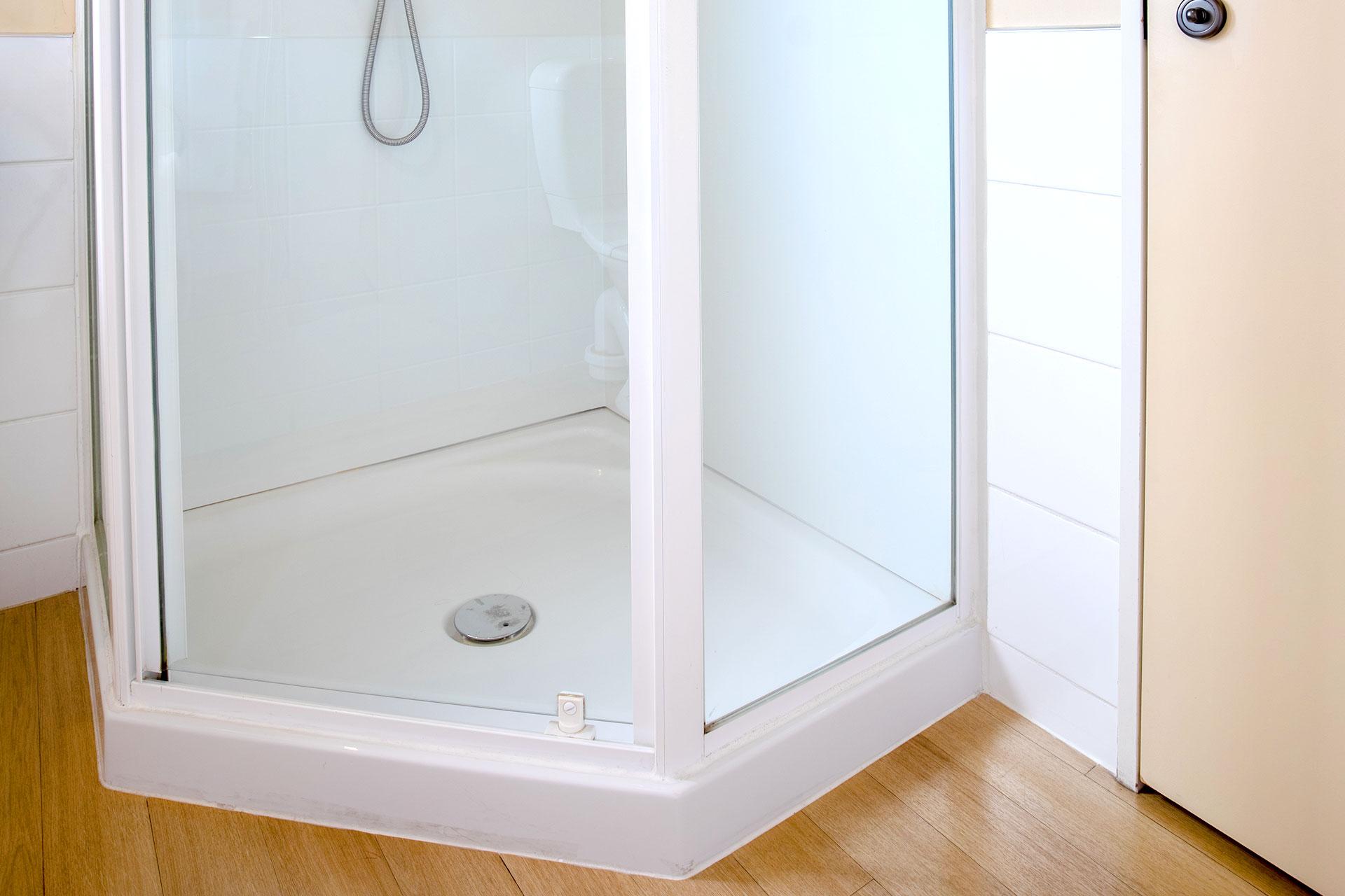 Studio_Unit_shower2