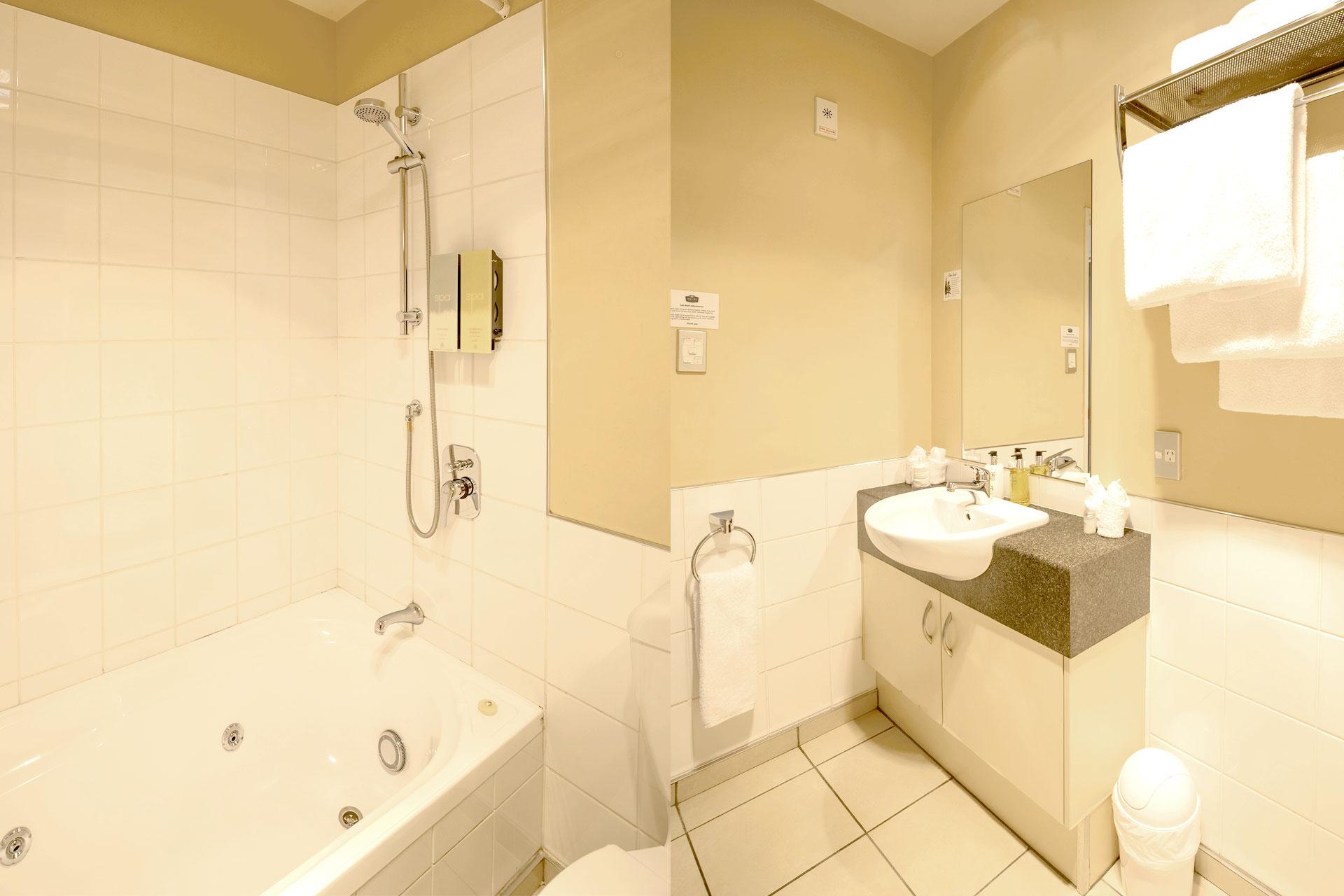 Two-Bedroom-Spa-Bath-Apartment_bathroom