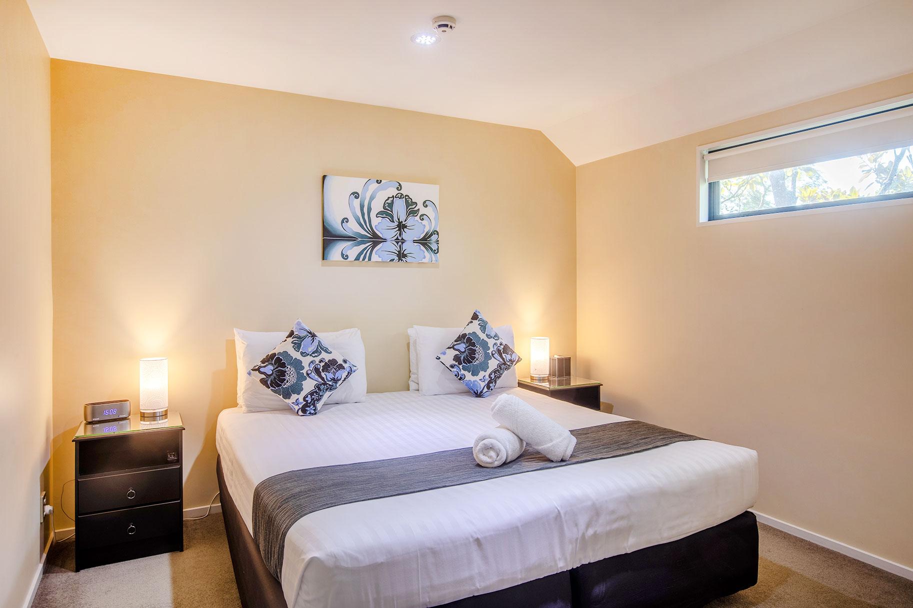 one-bedroom-spa-bath-apartment_room3