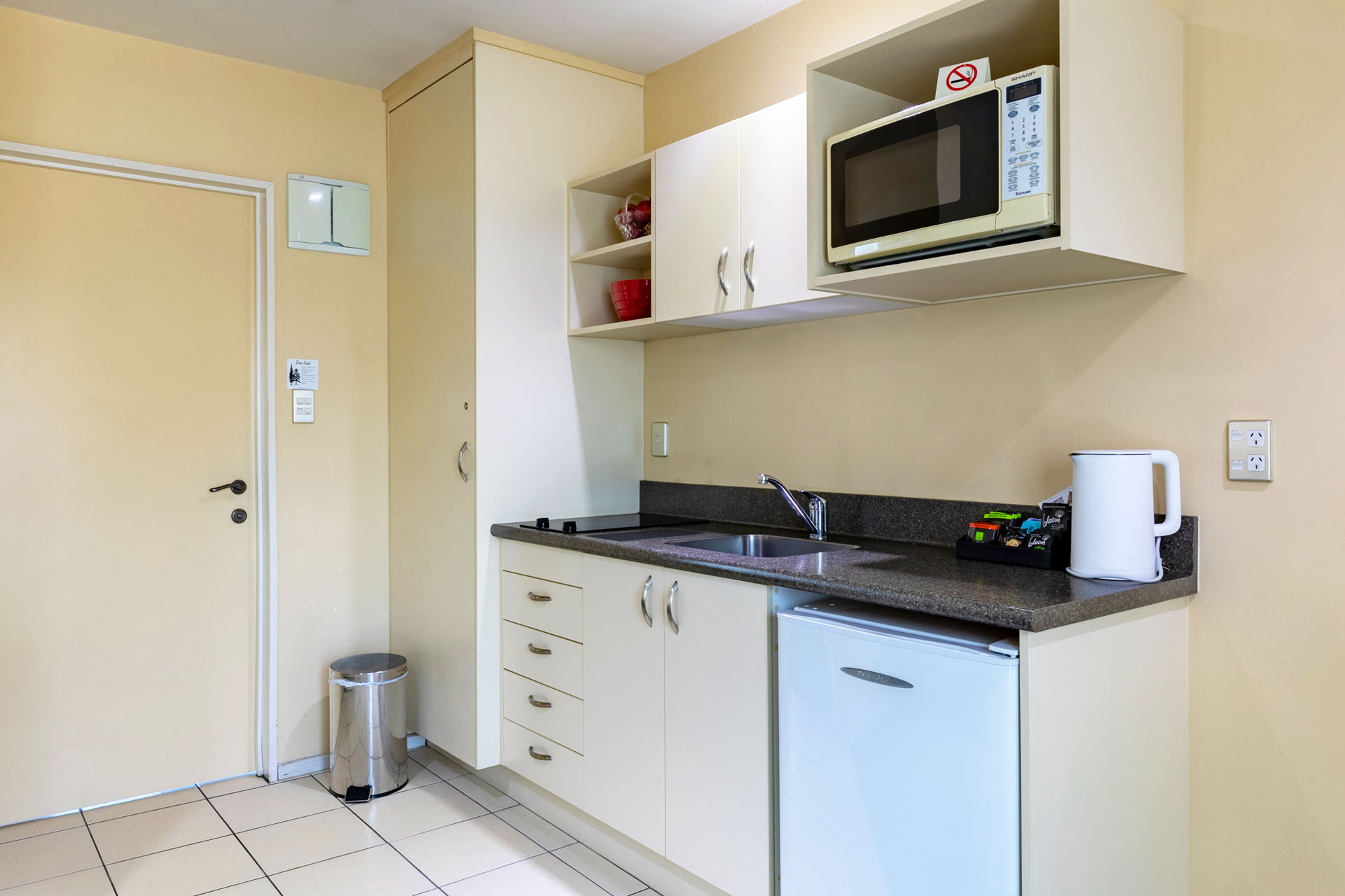 one_bedroom_apartment_kitchen